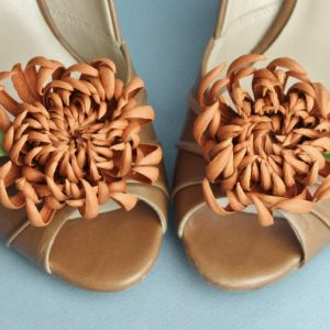 leather chrysanthemum shoe clips