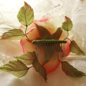 pink and cream rose comb 3