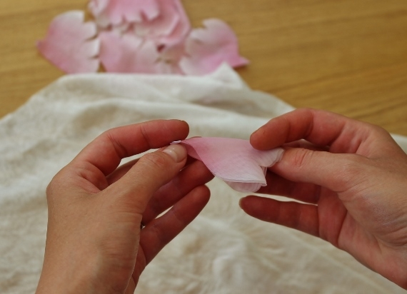 shaping fabric flower petals without the use of tools 8