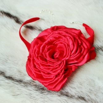 red rose necklace 3 (570x466)