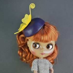 кожаная шляпка для куклы