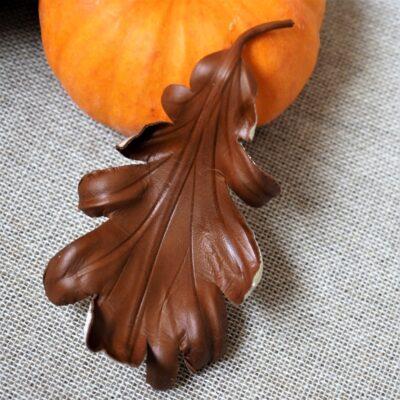 leather oak leaf brooch dark brown